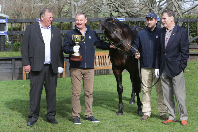 Mike Moroney (left), John Thompson, Robert Argue and Des Gleeson with Melbourne Cup winner Shocking.